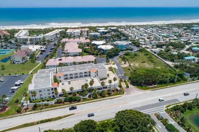 Centrally located east off A1A